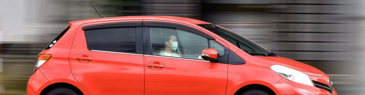Verkeersongeval door mondkapjes aan autospiegels | Letselschade Test